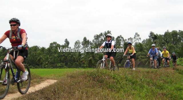 Biking from Ho Chi Minh to Ben Tre - Can Tho - Long Xuyen - Ha Tien